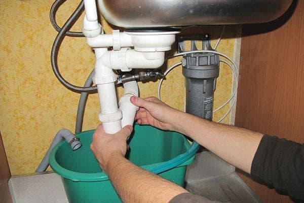 Разбор сифона под раковиной для чистки