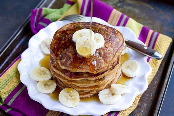 Панкейки с бананами и медом
