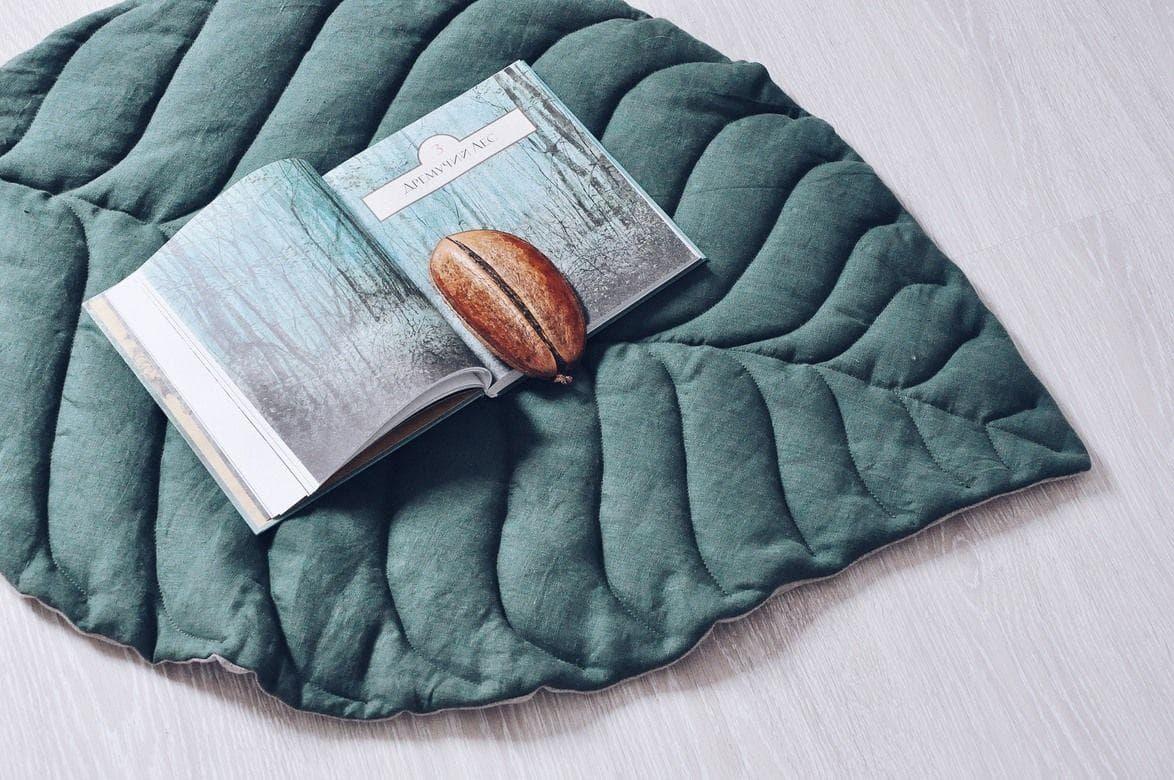 Стеганый коврик в виде листочка