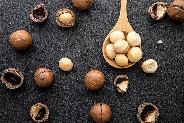 Очищенные орешки макадамии