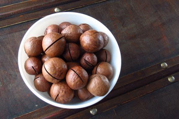 Орехи макадамия в скорлупе