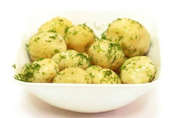 Отварная картошка с зеленью