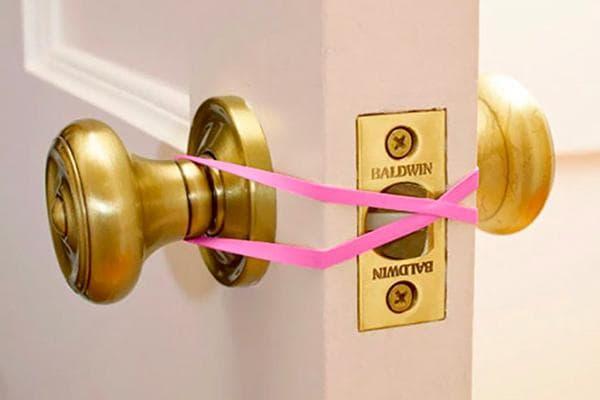 Резинка против захлопывания двери