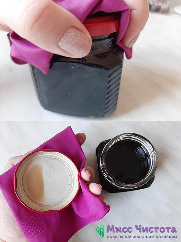 Откручивание тугой крышки с помощью резиновой перчатки