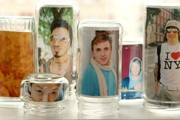 Фотографии в стеклянных банках