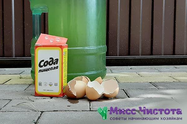 Сода и яичная скорлупа для чистки бутылки от зелени