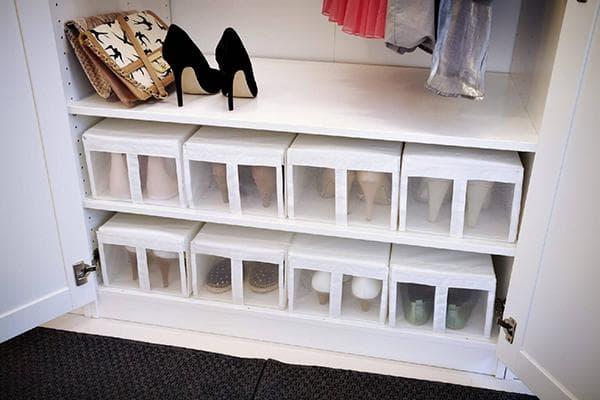 Хранение обуви в шкафу в коробках
