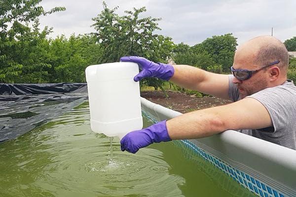 Добавление перекиси водорода в бассейн