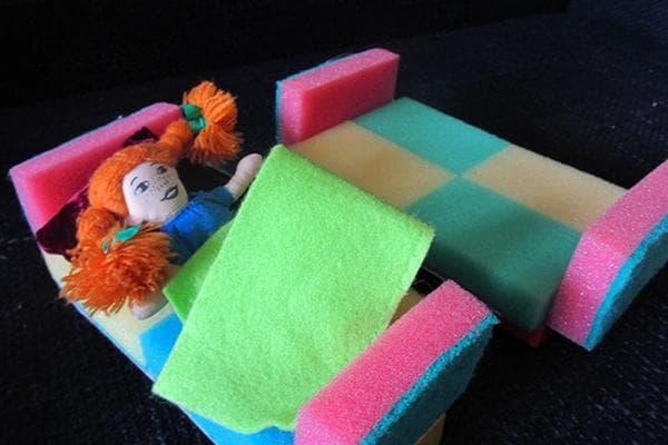 Игрушечные кровати из поролоновых губок