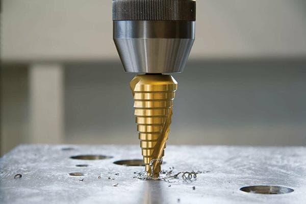 Применение ступенчатого сверла по металлу