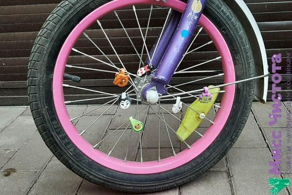 Велосипед украшенный скрепышами