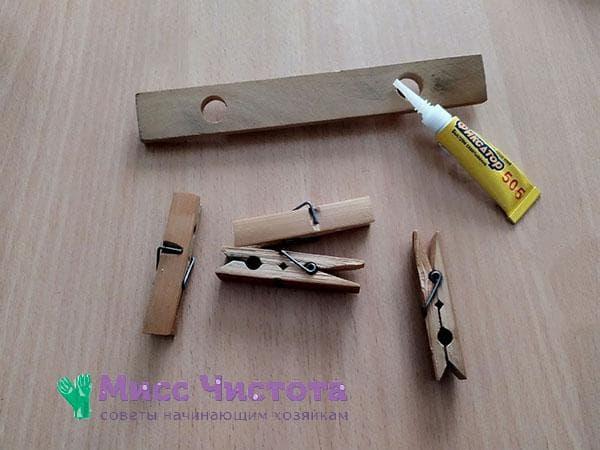 деревянная планка, прищепки и клей