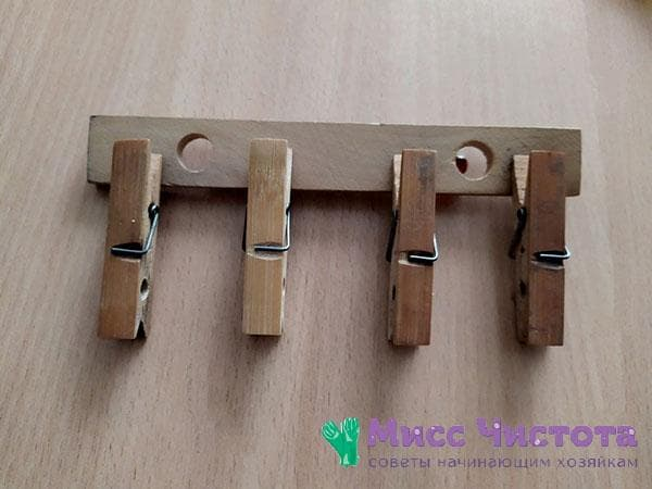 прищепки наклеенные на деревянную планку