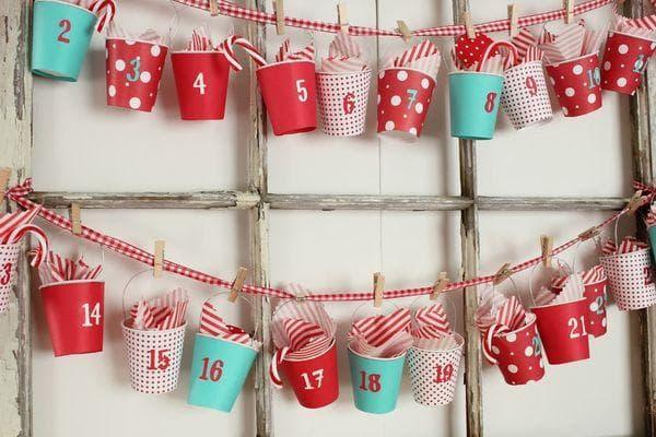 Адвент-календарь из бумажных стаканчиков