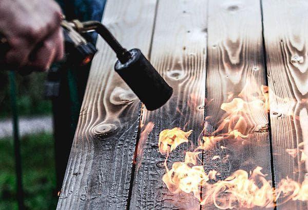 Обжиг доски горелкой