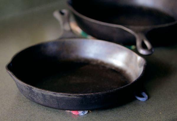Чугунная посуда с нагаром