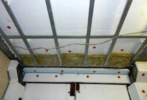 Утепление потолка минватой в гараже