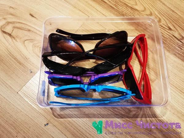 Солнечные очки в коробке