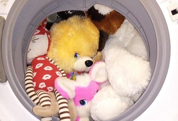 Мягкие детские игрушки в стиральной машинке