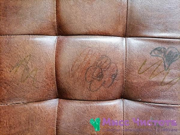 следы маркера на кожаном диване