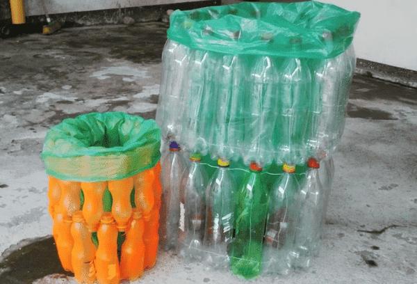 Мусорный контейнер из пластиковых бутылок