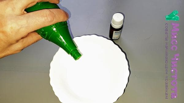 добавить несколько капель масла в воду