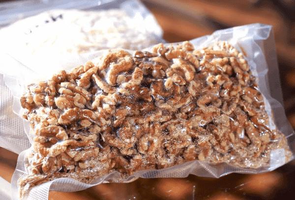 Орехи в вакуумном пакете