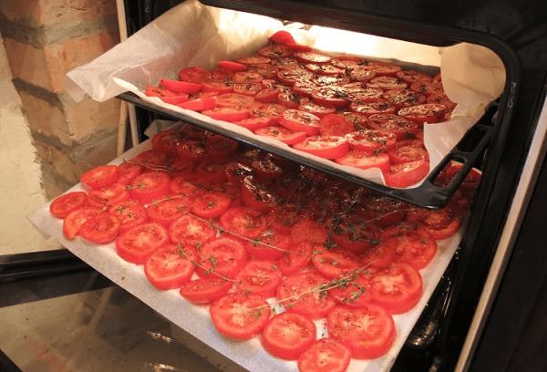 Вяленые помидоры на противне в духовке