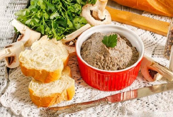 Паштет из соевого сыра с грибами и зеленью
