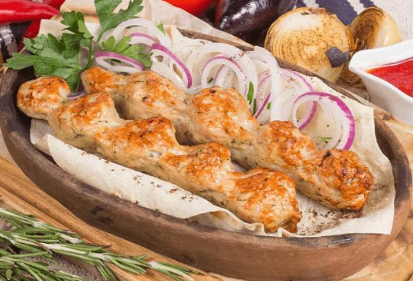 Сочный люля кебаб из говядины с салом и курицей
