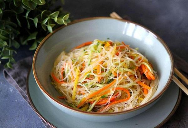 Корейское блюдо Фунчоза