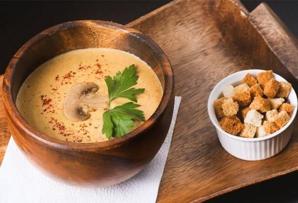 Сливочный крем-суп с гренками